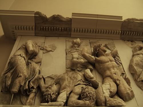 pergamon_aphrodite_eros_altar