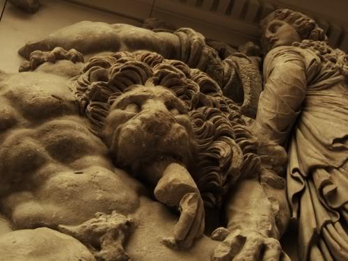pergamon_lion_eats_hand
