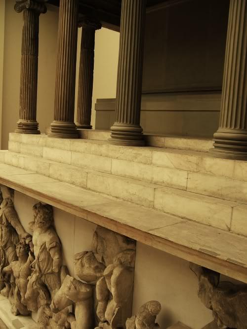 pergamon_side_stairs_berlin